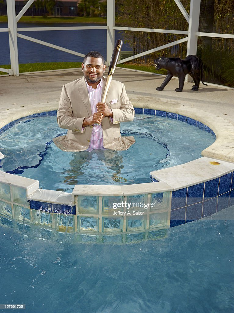 Casual portrait of San Francisco Giants third baseman Pablo Sandoval posing during photo shoot on his pool at home. Jeffery A. Salter F56 )