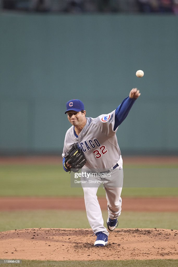 Chicago Cubs <a gi-track='captionPersonalityLinkClicked' href=/galleries/search?phrase=Doug+Davis+-+Baseball+Pitcher&family=editorial&specificpeople=15809391 ng-click='$event.stopPropagation()'>Doug Davis</a> (32) in action, pitching vs Boston Red Sox at Fenway Park. Damian Strohmeyer F140 )