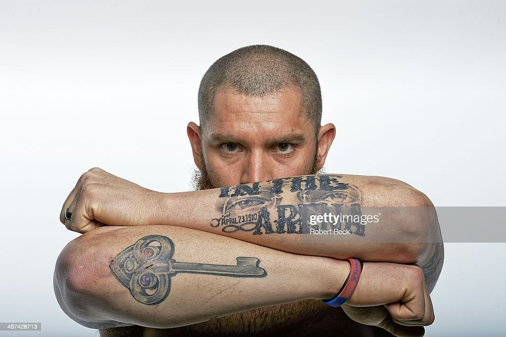 Closeup portrait of Boston Red Sox left fielder Jonny Gomes casual, posing during photo shoot at Studio 3D. Robert Beck F105 )