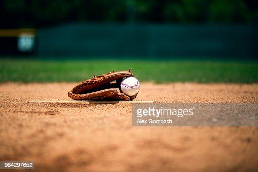 Baseball glove on pitchers mound : Stock Photo