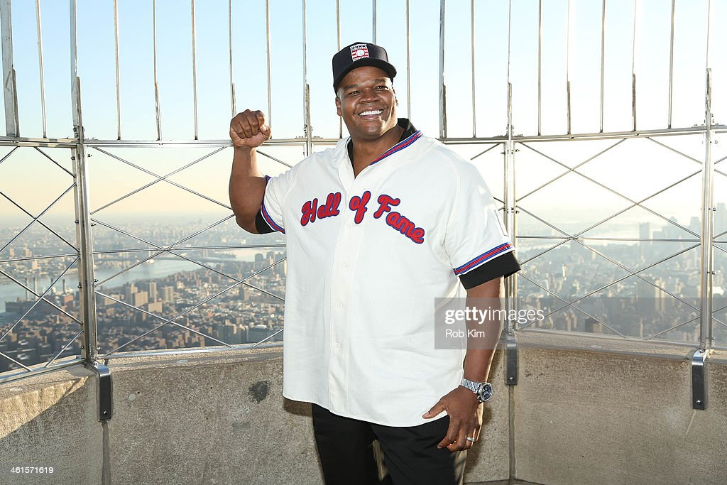 2014 Baseball Hall of Fame Electees Visit The Empire State Building