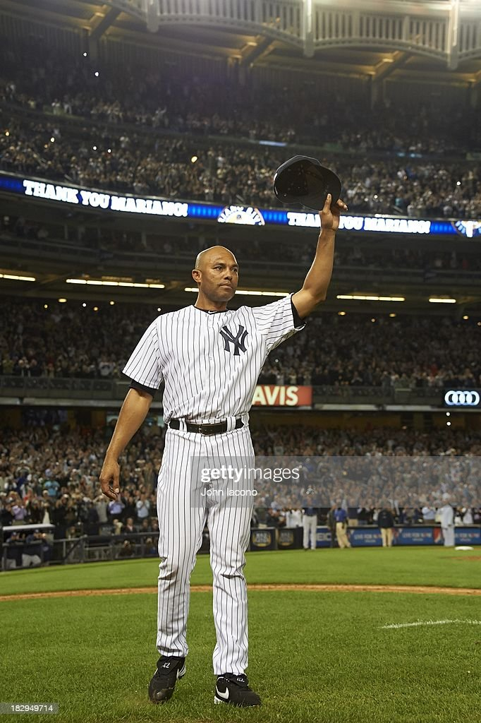 New York Yankees Mariano Rivera (42) acknowledging the crowd after leaving game vs Tampa Bay Rays at Yankee Stadium. Final home game of Rivera's career. John Iacono F22 )