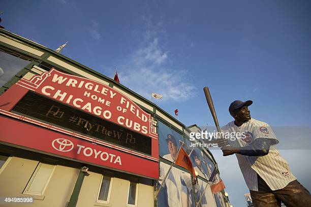 NLCS Playoffs Exterior view of Wrigley Field with Ernie Banks statue before Chicago Cubs vs New York Mets game Game 4 Chicago IL CREDIT Jeff Haynes