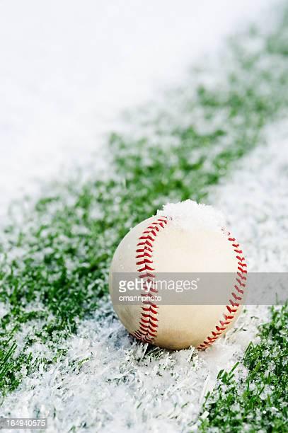 Nieve en un campo de béisbol