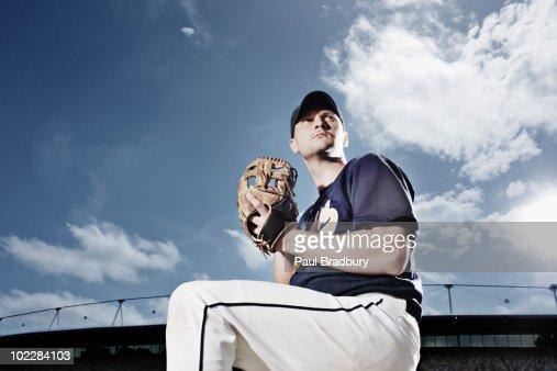 Baseball préparent à lancer de balle