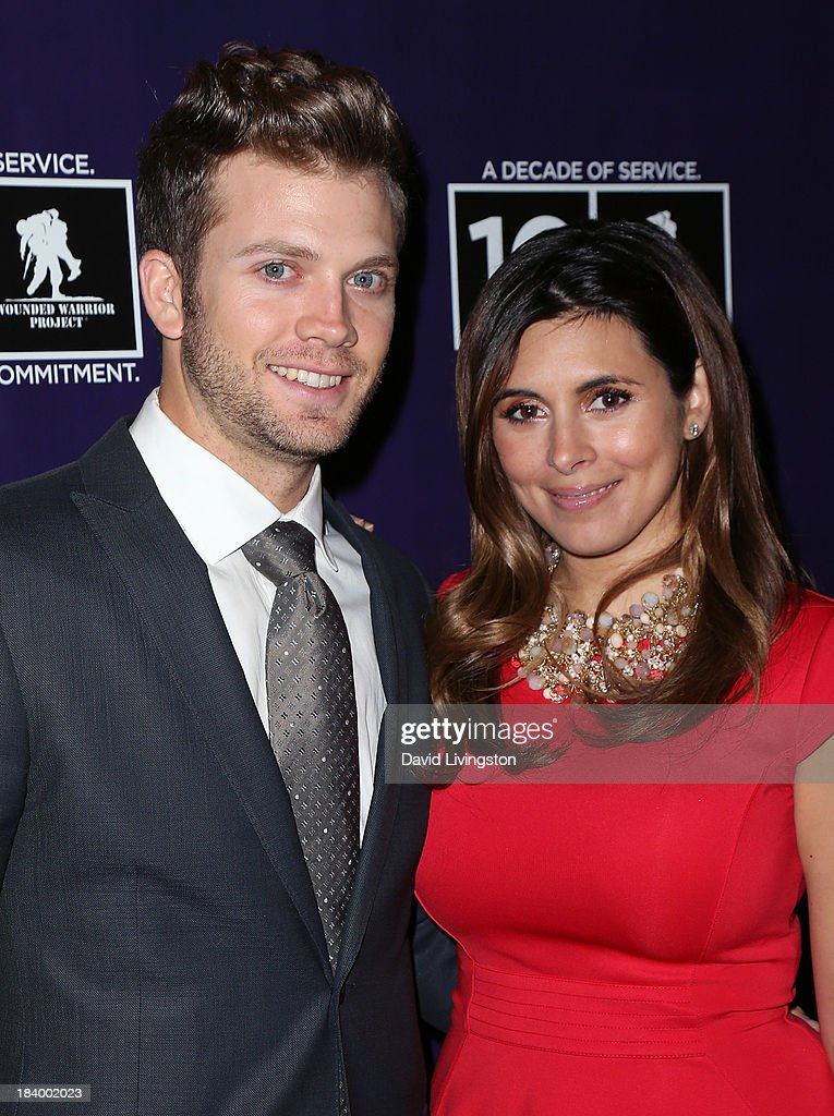 Baseball player Cutter Dykstra (L) and actress <a gi-track='captionPersonalityLinkClicked' href=/galleries/search?phrase=Jamie-Lynn+Sigler&family=editorial&specificpeople=204494 ng-click='$event.stopPropagation()'>Jamie-Lynn Sigler</a> attend the Wounded Warrior Project's (WWP) Carry Forward Awards at Club Nokia on October 10, 2013 in Los Angeles, California.