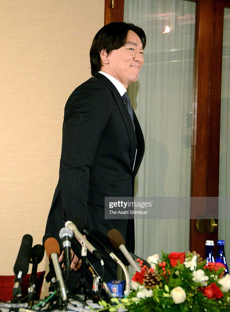 Baseball player <a gi-track='captionPersonalityLinkClicked' href=/galleries/search?phrase=Hideki+Matsui&family=editorial&specificpeople=157483 ng-click='$event.stopPropagation()'>Hideki Matsui</a> leaves a conference room after a press conference on his retirement on December 27, 2012 in New York City.