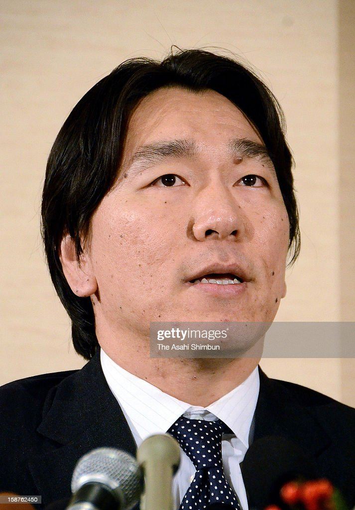 Baseball player <a gi-track='captionPersonalityLinkClicked' href=/galleries/search?phrase=Hideki+Matsui&family=editorial&specificpeople=157483 ng-click='$event.stopPropagation()'>Hideki Matsui</a> speaks during a press conference on his retirement on December 27, 2012 in New York City.