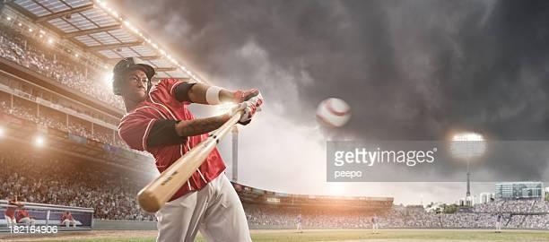 Balle frapper de Joueur de Baseball