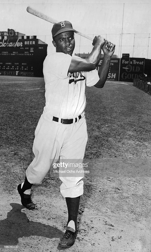 Baseball player <a gi-track='captionPersonalityLinkClicked' href=/galleries/search?phrase=Jackie+Robinson&family=editorial&specificpeople=93570 ng-click='$event.stopPropagation()'>Jackie Robinson</a> poses for a portrait on the field at a ball game in circa 1949 in New York, New York.