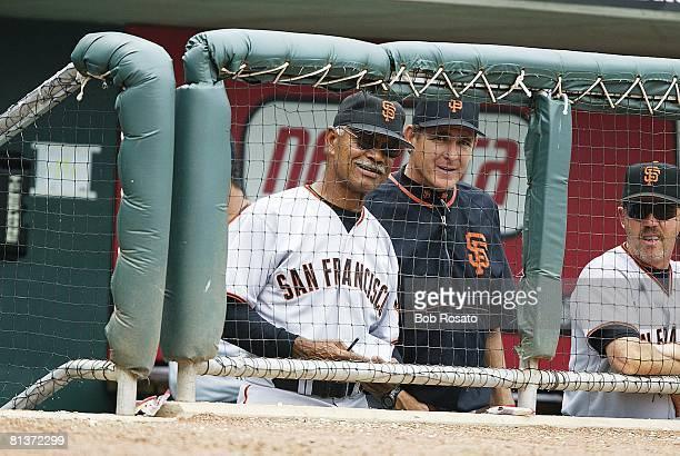 Baseball San Francisco Giants manager Felipe Alou and coach Dave Righetti during game vs Cincinnati Reds Cincinnati OH 8/2/2003