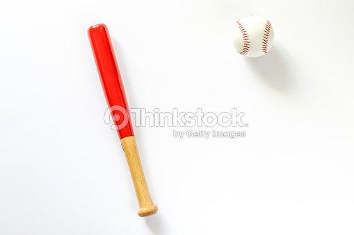Palo de béisbol y balón. Aislado en blanco   Foto de stock 95d1bfe7aaa33