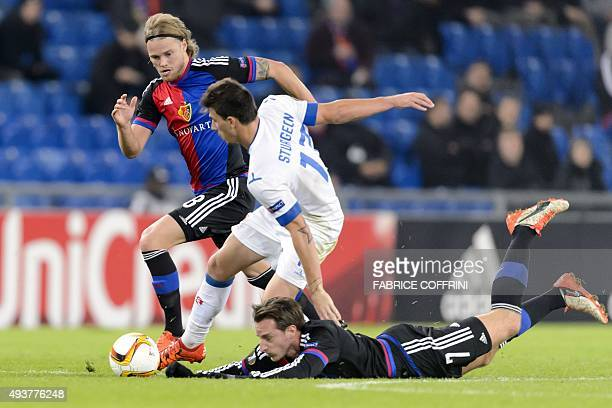 Basel's Icelandic midfielder Birkir Bjarnason and teammate Basel's Swiss midfielder Luca Zuffi vie with Belenenses' Portugese forward Fabio Sturgeon...