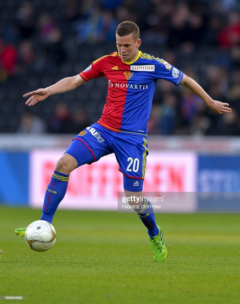 FC Basel's midfielder Fabian Frei controls the ball on May 29, 2013 during a Swiss football Super League match against Bern Young Boys in Bern. AFP PHOTO / FABRICE COFFRINI