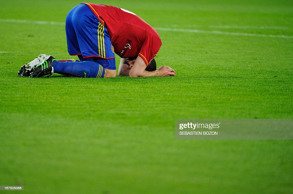 Basel's Swiss defender Fabian Schar reacts a the end of the UEFA Europa League first leg semi-final football match between Basel and Chelsea at the St Jakob stadium in Basel on April 25, 2013. AFP PHOTO / SEBASTIEN BOZON