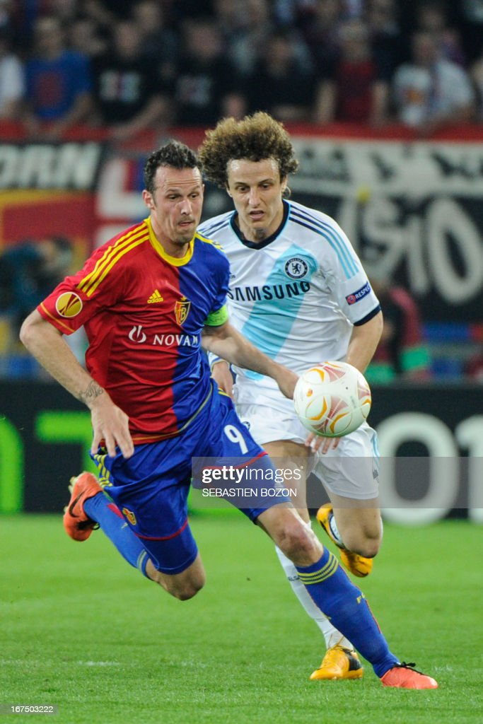 Basel's Swiss forward Marco Streller (L) vies with Chelsea's Brazilian defender David Luiz (R) during an UEFA Europa League first leg semi-final football match between Basel and Chelsea at the St Jakob stadium in Basel on April 25, 2013. AFP PHOTO / SEBASTIEN BOZON