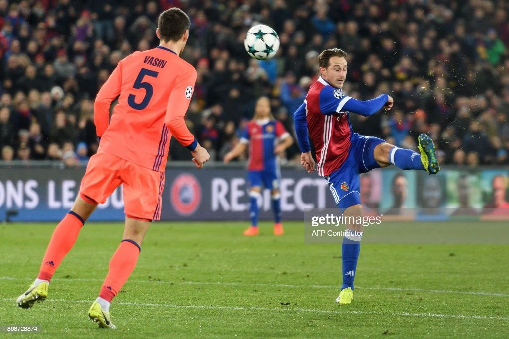 Basel's Swiss midfielder Luca Zuffi (R) scores a goal during the UEFA Champions League Group A football match between FC Basel and CSKA Moscow at Saint Jakob-Park Stadium on October 31, 2017 in Basel. / AFP PHOTO / Fabrice COFFRINI