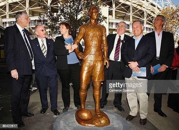 Basil Sellers Dally Messenger III sculptor Cathy Weiszmann SCG Trust chairman Rodney Cavalier NSW Premier Morris Iemma and NRL CEO David Gallop stand...