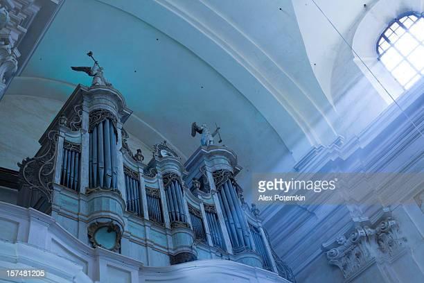 Basilika minoris in Budslav, Belarus: Antikes organ