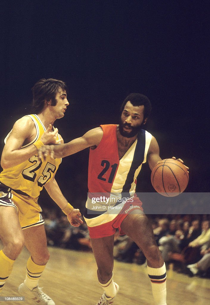 Baltimore Bullets Archie Clark (21) in action vs Los Angeles Lakers Gail Goodrich (25) at The Forum.Inglewood, CA 1/16/1973CREDIT: John D. Hanlon