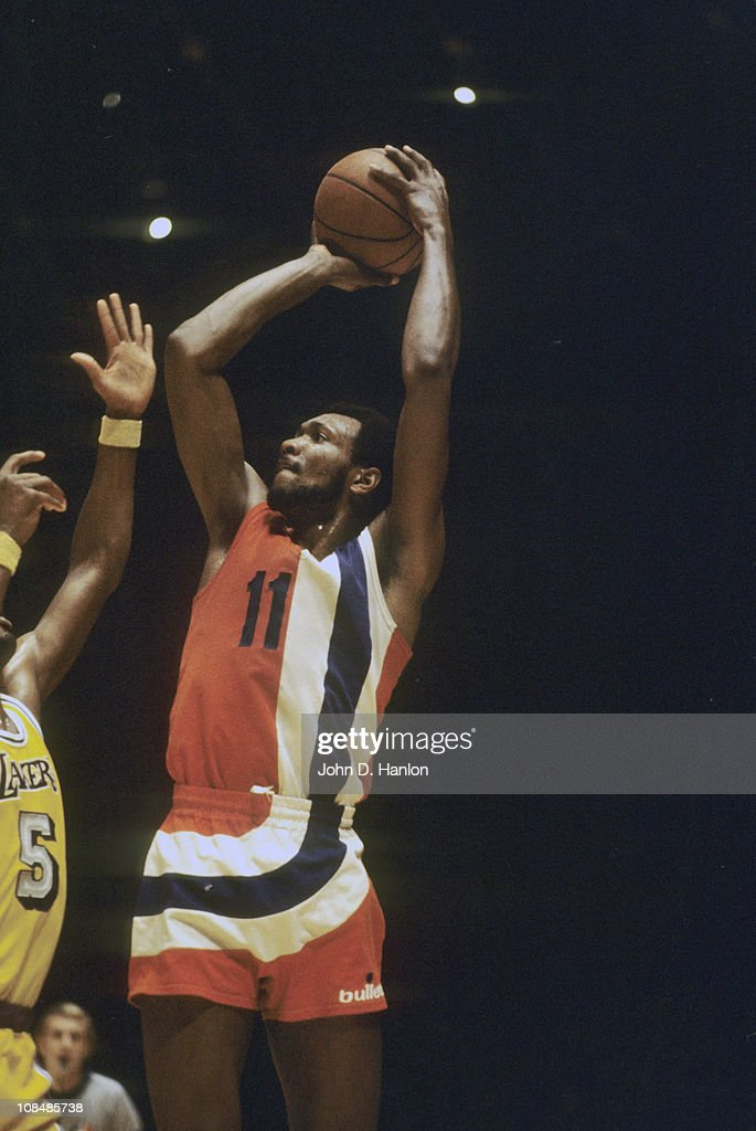 Baltimore Bullets Elvin Hayes in action shot vs Los Angeles Lakers at The ForumInglewood CA 1/16/1973CREDIT John D Hanlon