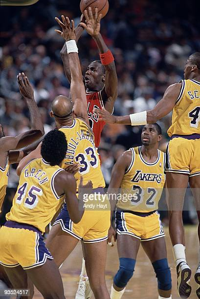 Chicago Bulls Michael Jordan in action taking shot vs Los Angeles Lakers Kareem AbdulJabbar Inglewood CA 2/4/1988 CREDIT Andy Hayt
