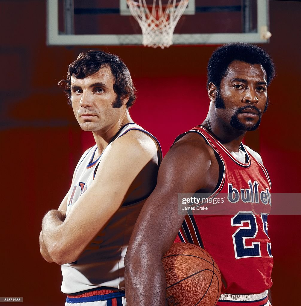 New York Knicks Dave DeBusschere and Baltimore Bullets Gus Johnson