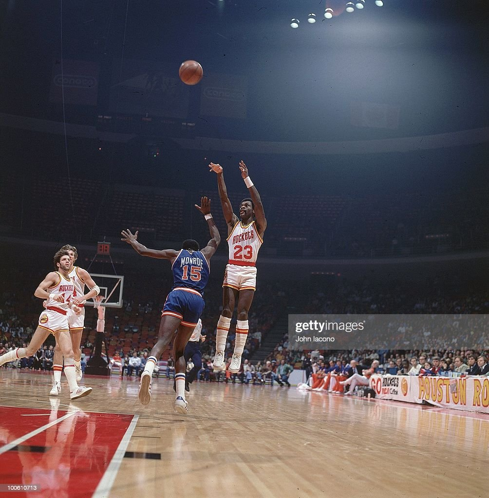 Houston Rockets Calvin Murphy (23) in action, shot vs New York Knicks Earl Monroe (15). Houston, TX 1/5/1977