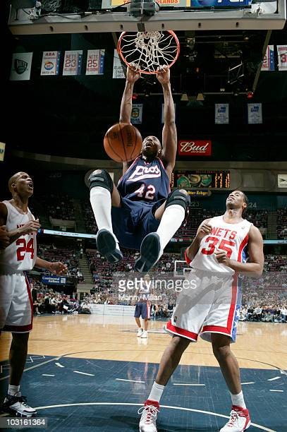 Memphis Grizzlies Lorenzen Wright in action dunk vs New Jersey Nets East Rutherford NJ 3/29/2006 CREDIT Manny Millan