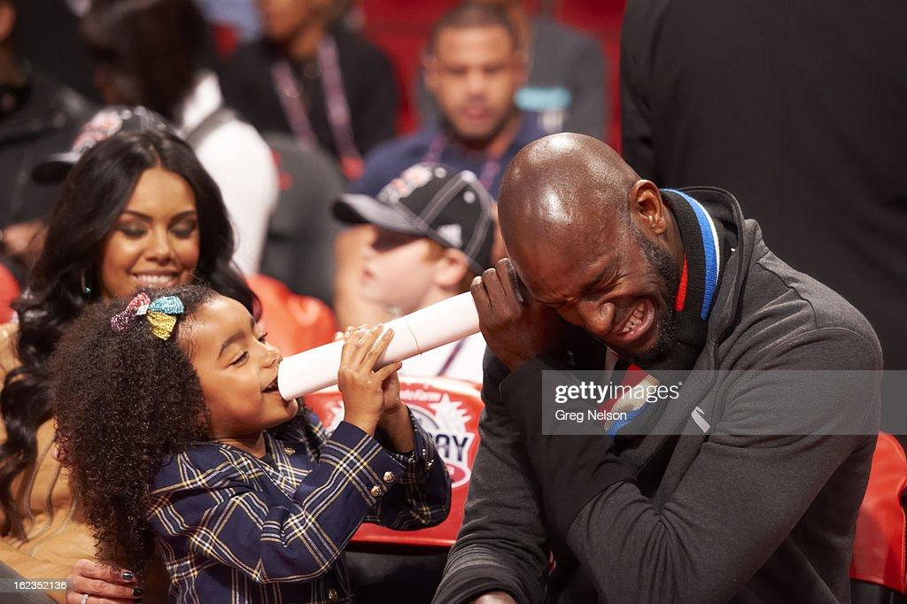 Boston Celtics Kevin Garnett with his daughter, capri Garnett, on sidelines during All-Star Weekend at Toyota Center. Greg Nelson F206 )