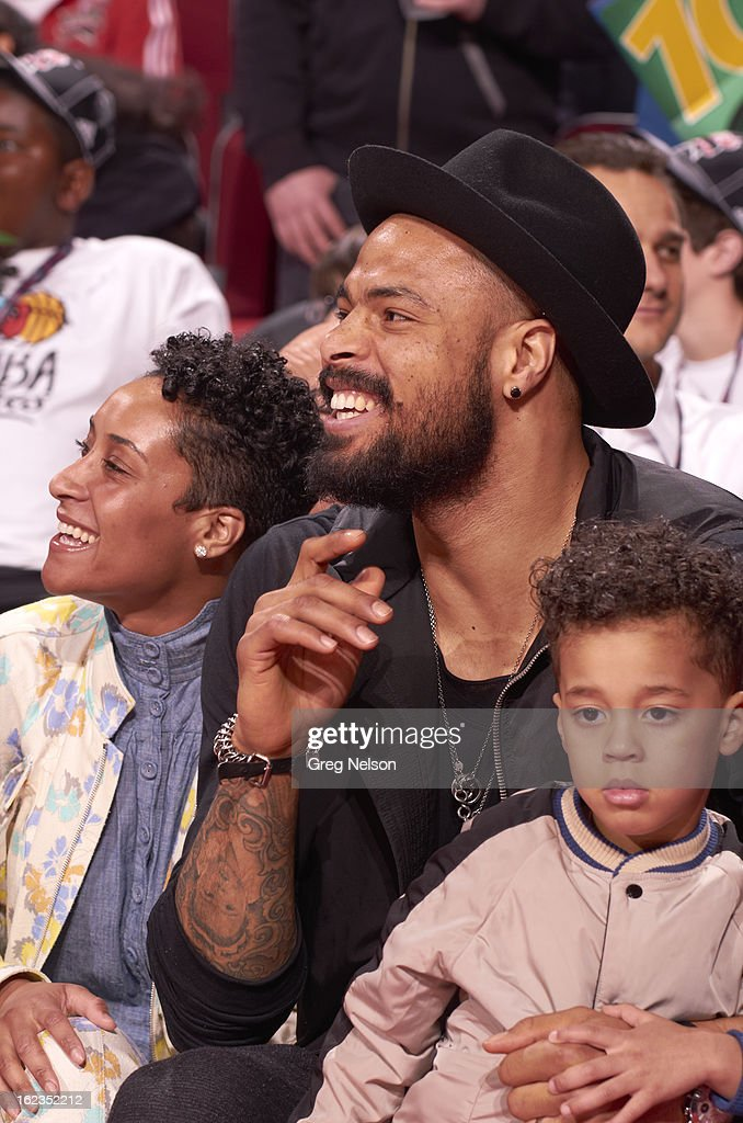 Closeup of New York Knicks Tyson Chandler with his wife, Kimberly and son, Tyson on sidelines during All-Star Weekend at Toyota Center. Greg Nelson F69 )