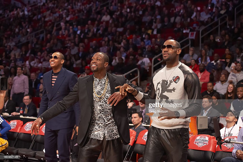 New York Knicks Carmelo Anthony, Miami Heat Dwyane Wade, and LeBron James on sidelines during All-Star Weekend at Toyota Center. Greg Nelson F243 )