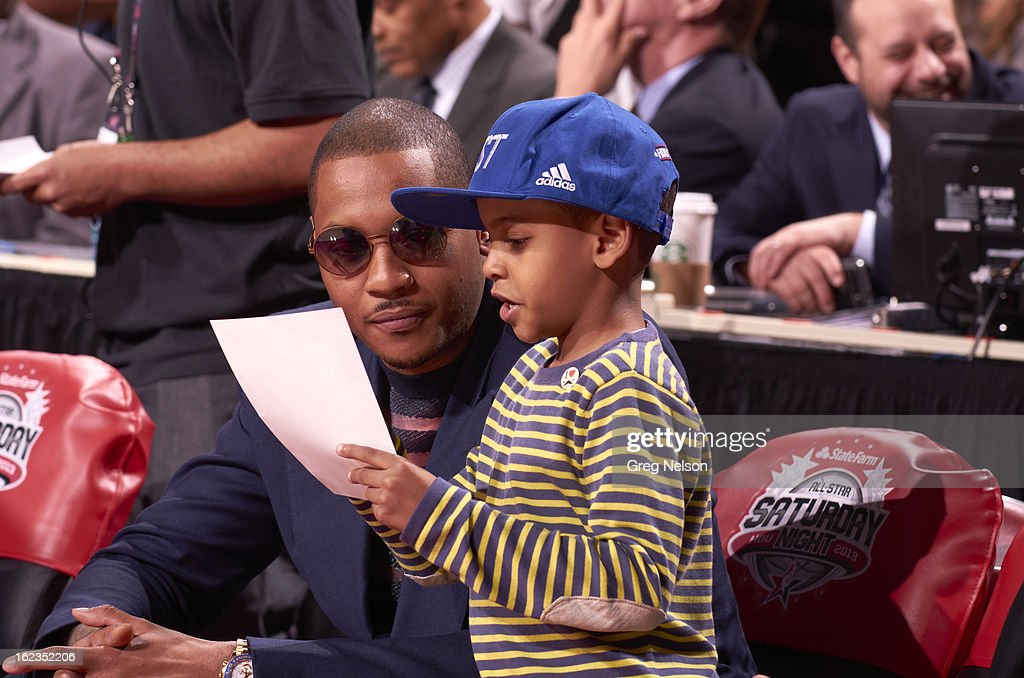 New York Knicks Carmelo Anthony and son, Kiyan Carmelo Anthony, on sidelines during All-Star Weekend at Toyota Center. Greg Nelson F19 )