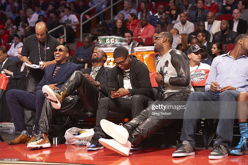 New York Knicks Carmelo Anthony, Miami Heat Dwyane Wade and LeBron James on sidelines during All-Star Weekend at Toyota Center. Greg Nelson F229 )