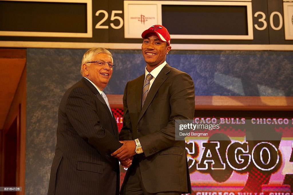 NBA commissioner David Stern shaking hands with Chicago Bulls pick Derrick Rose during draft at Madison Square Garden. New York, NY 6/26/2008