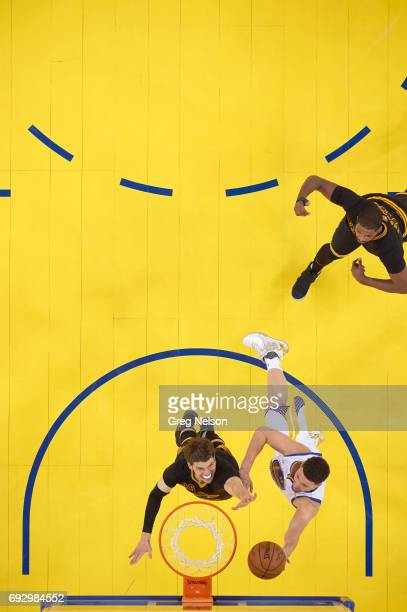 NBA Finals Aerial view of Golden State Warriors Kyle Thompson in action vs Cleveland Cavaliers Kyle Korver at Oracle Arena Game 2 Oakland CA CREDIT...