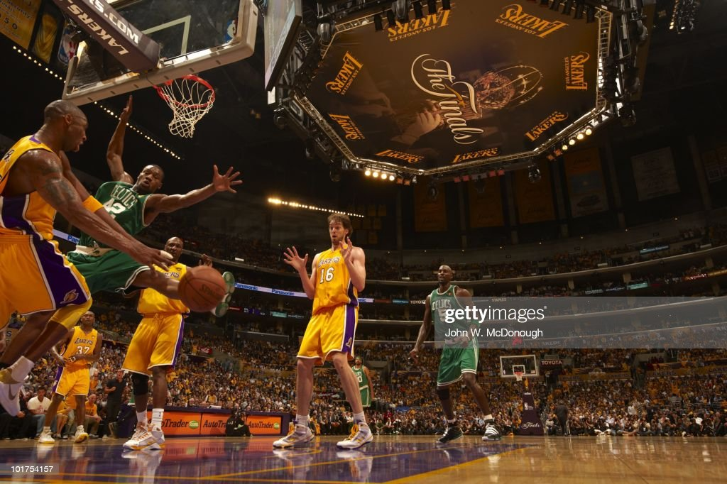 Los Angeles Lakers Kobe Bryant (24) in action, pass to Pau Gasol (16) vs Boston Celtics Tony Allen (42). Game 1. Los Angeles, CA 6/3/2010