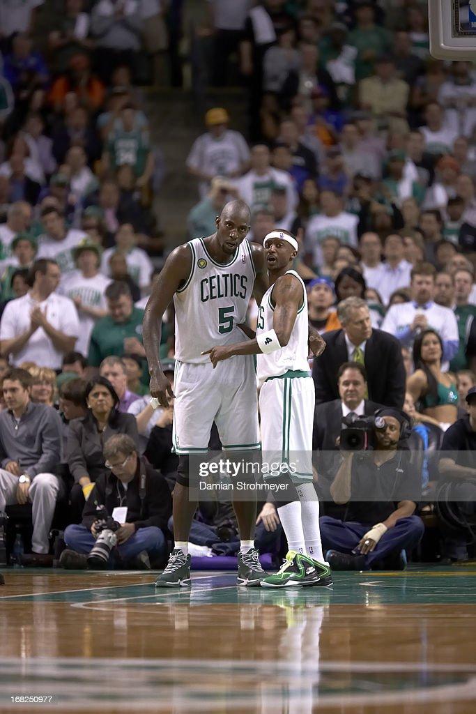 Boston Celtics Kevin Garnett (5) and Jason Terry (4) during game vs New York Knicks at TD Garden. Game 6. Damian Strohmeyer F99 )