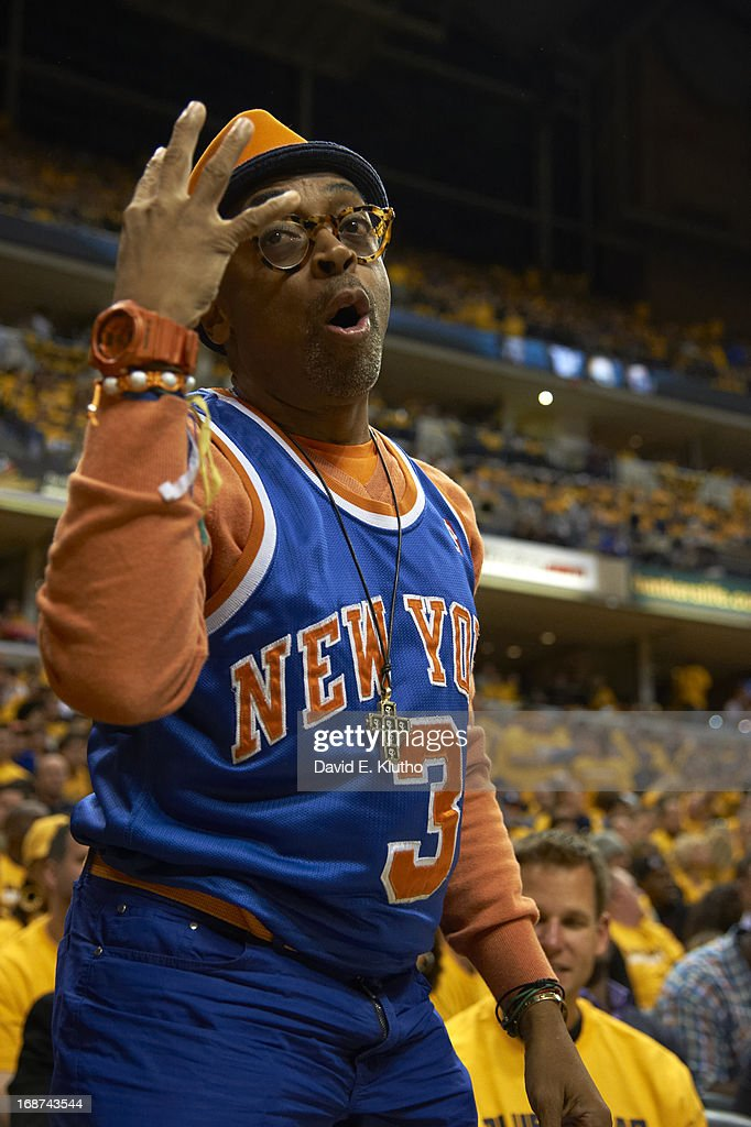 New York Knicks fan Spike Lee courtside during game vs Indiana Pacers at Bankers Life Fieldhouse. Game 3. David E. Klutho F32 )