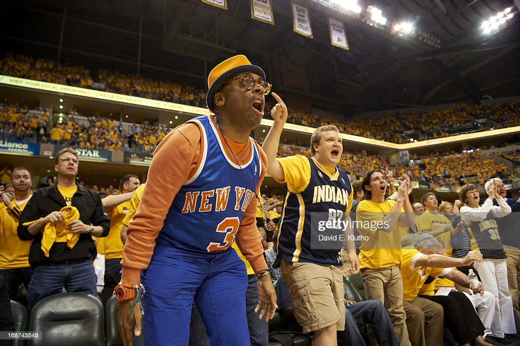 New York Knicks fan Spike Lee courtside during game vs Indiana Pacers at Bankers Life Fieldhouse. Game 3. David E. Klutho F54 )