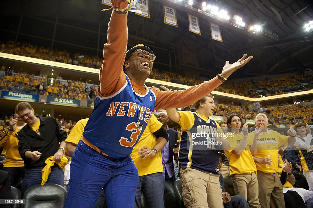 New York Knicks fan Spike Lee courtside during game vs Indiana Pacers at Bankers Life Fieldhouse. Game 3. David E. Klutho F58 )