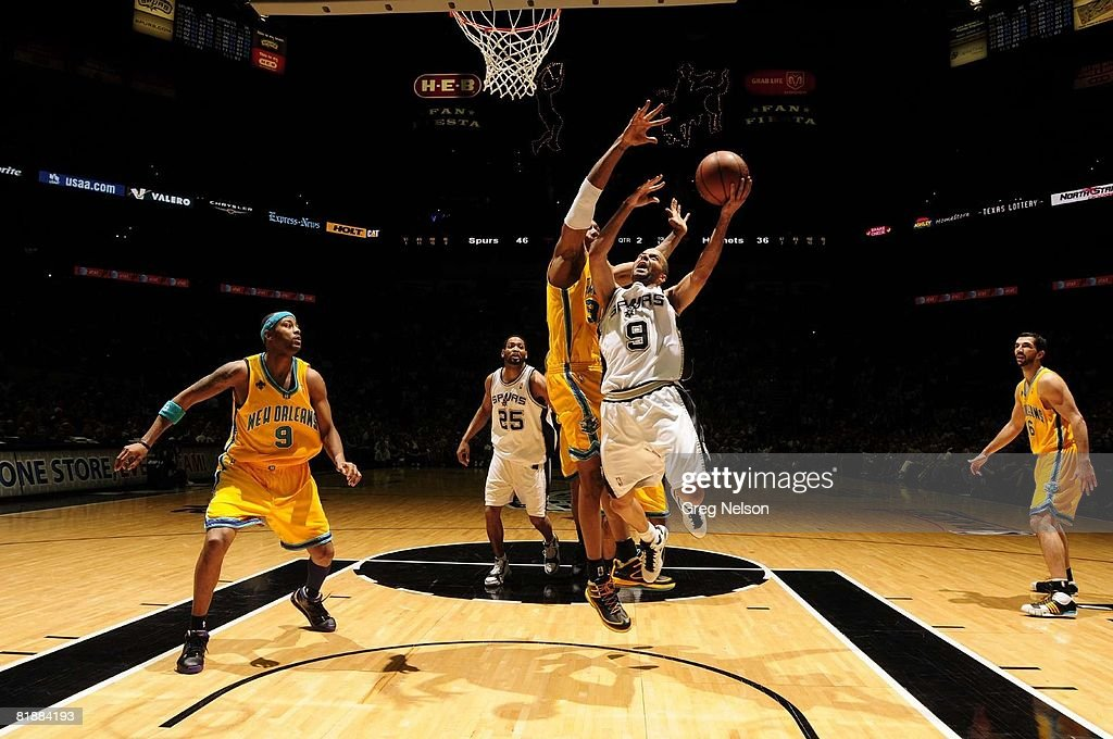 NBA Playoffs, San Antonio Spurs Tony Parker (9) in action, layup vs New Orleans Hornets David West (30), Game 6, San Antonio, TX 5/15/2008