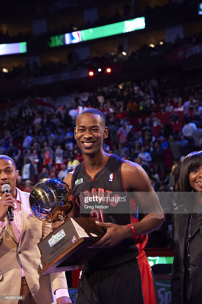 Toronto Raptors Terrence Ross (31) victorious with Sprite Slam Dunk Trophy after winning contest during All-Star Weekend at Toyota Center. Greg Nelson F225 )