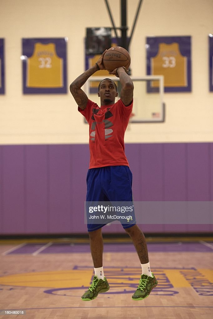 Detroit Pistons Brandon Jennings in action during practice session at Toyota Sports Center. Behind the Scenes with professional basketball trainer Rob McClanaghan. John W. McDonough F80 )