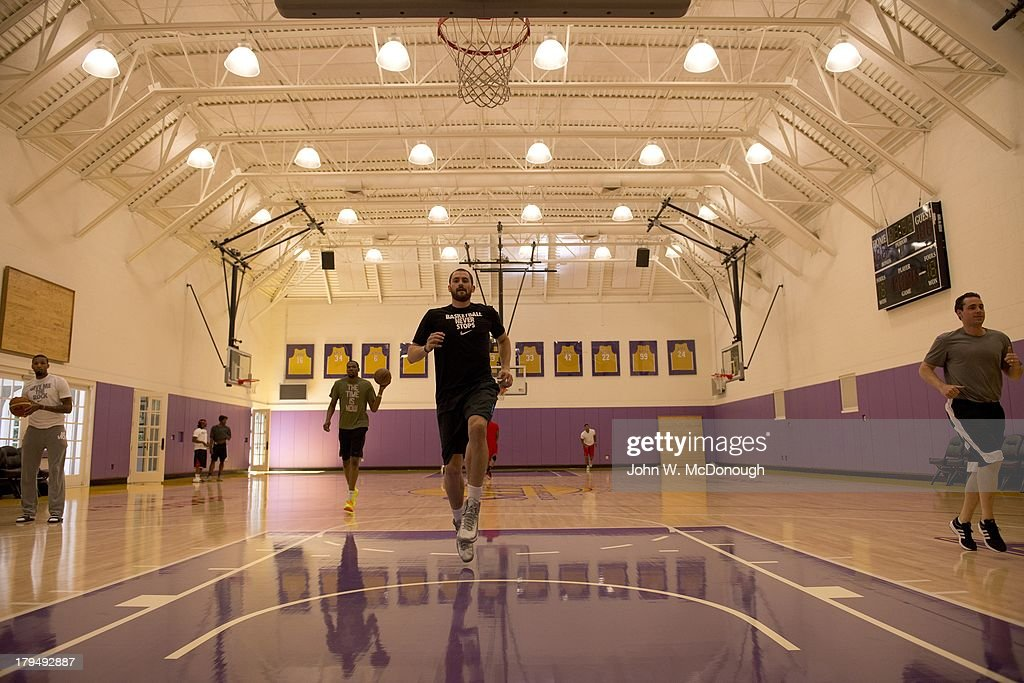 Minnesota Timberwolves Kevin Love in action during practice session at Toyota Sports Center. Behind the Scenes with professional basketball trainer Rob McClanaghan. John W. McDonough F23 )