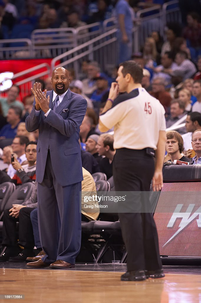 New York Knicks coach Mike Woodson during game vs Orlando Magic at Amway Center. Greg Nelson F29 )