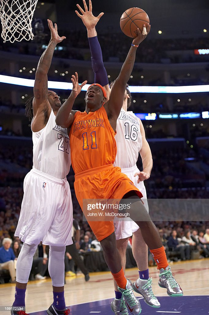 New York Knicks Ronnie Brewer (11) in action, layup vs Los Angeles Lakers at Staples Center. John W. McDonough F114 )
