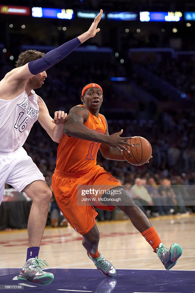 New York Knicks Ronnie Brewer (11) in action vs Los Angeles Lakers at Staples Center. John W. McDonough F113 )