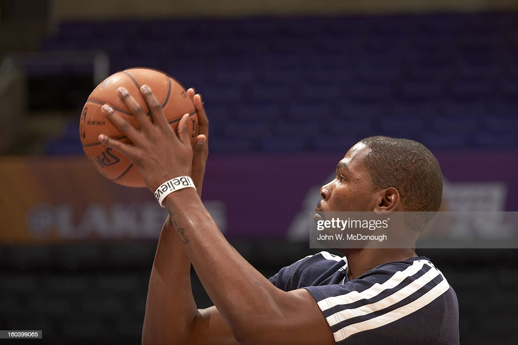Oklahoma City Thunder Kevin Durant (35) before game vs Los Angeles Lakers at Staples Center. John W. McDonough F261 )