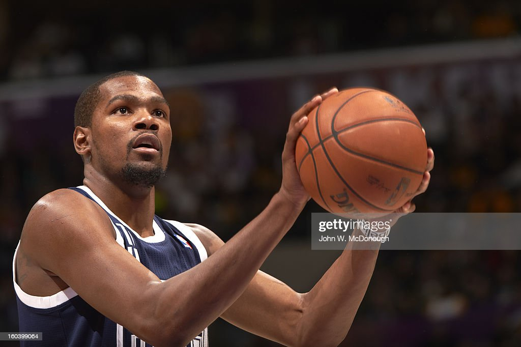 Oklahoma City Thunder Kevin Durant (35) during free throw vs Los Angeles Lakers at Staples Center. John W. McDonough F224 )